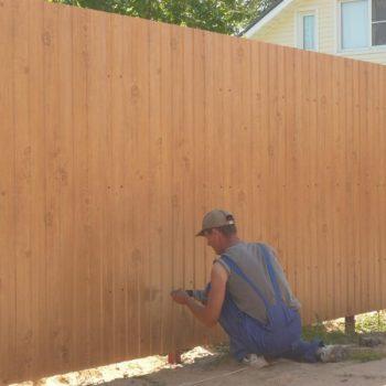 Замена штакетника в деревянном заборе.