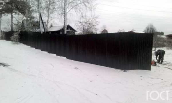 Забор из профнастила, пригород