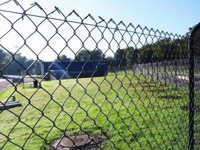 Забор из сетки рабицы. Купить забор из сетки рабицы по низкой цене. Заборы для дачи в Томске, ограждения любой сложности. Гарантия, скидки.
