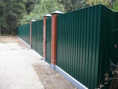 Забор из профнастила. Строительство заборов в Томске, низкие цены на заборы из профнастила. Надежные заборы для дачи, гарантия 1 год, акции.