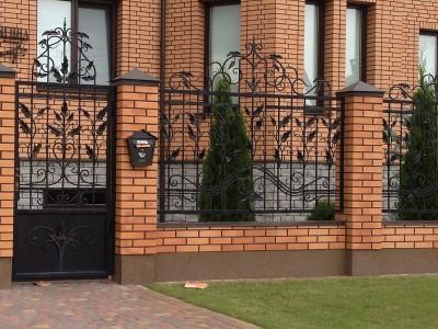 Кирпичные заборы под ключ. Строительство заборов в Томске, красивые заборы с фото. Быстрая установка, гарантия 1 год. Скидки на все заборы.